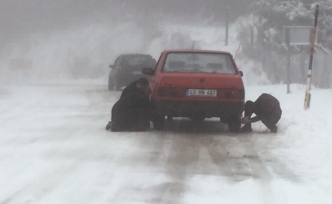 Kar yağışı ulaşımı zorlaştırdı