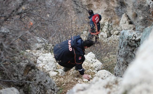 Kayıp şahsın cesedi kayalıklarda bulundu
