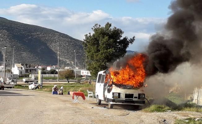 Yanarken hareket eden minibüs korkuttu