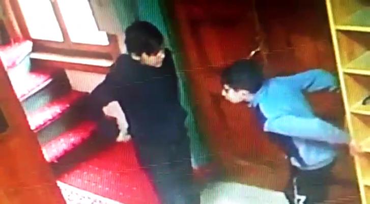 Bursa'da camide namaz vakti akıl almaz olay!