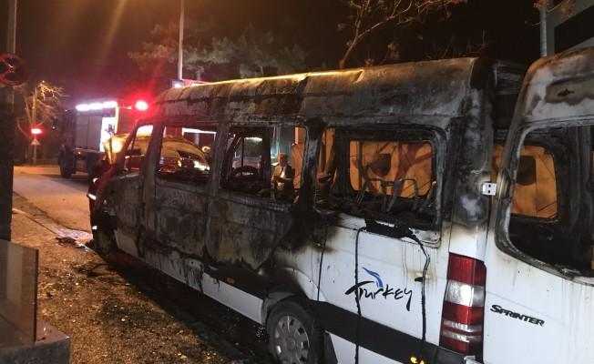 Bursa'da korkutan yangın! Turistleri taşıyan minibüs...