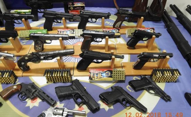 Bursa'da silah kaçakçılarına büyük darbe! 61 gözaltı
