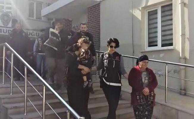 Bursa'da uyuşturucu taciri, kucağındaki bebeğiyle adliyede