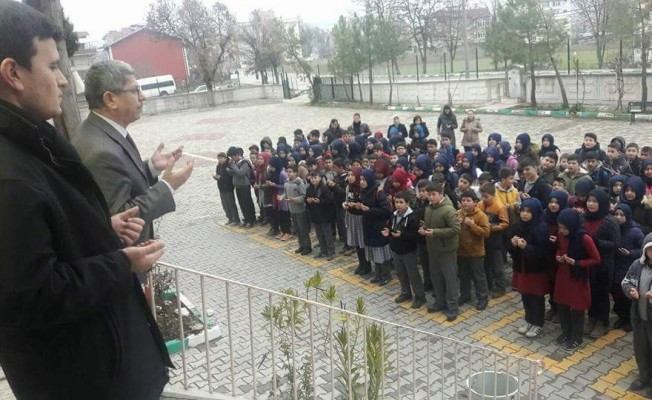 Bursalı öğrenciler Mehmetçikler için Fetih süresi okudu