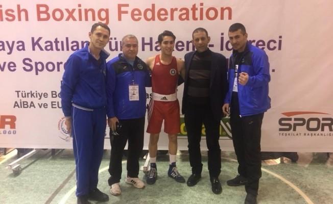 Bursalı boksörler altın ve gümüş madalya kazandı