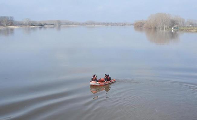 Edirne'de kaçakçıların botu alabora oldu