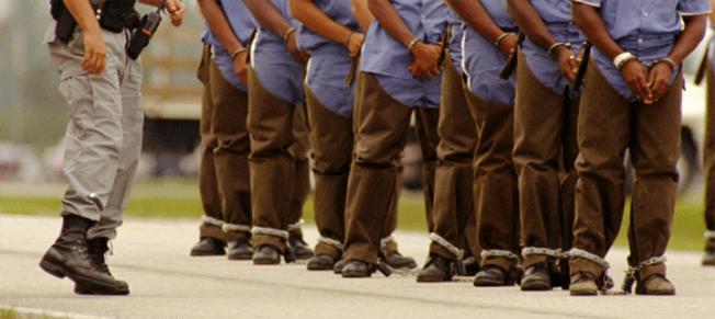 İspanya, göçmenleri hapishanelere dolduruyor