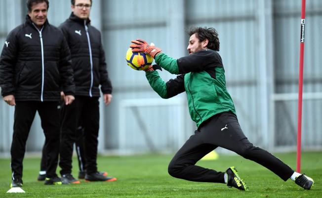 Ünlü oyuncu Bursaspor antrenmanında şov yaptı