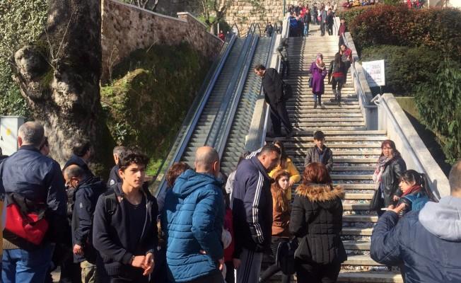 Bursa'da 8 öğrencinin yaralandığı yürüyen merdiven kazası güvenlik kamerasında