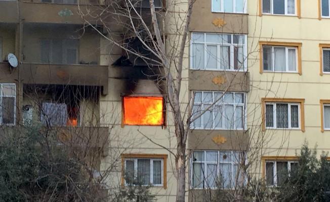 Bursa'da ev sahibine kızdı, evi yaktı