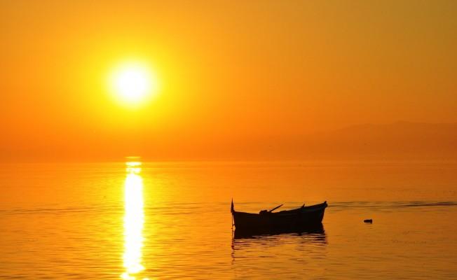 Bursa'da güneşin suya kavuştuğu an böyle görüntülendi