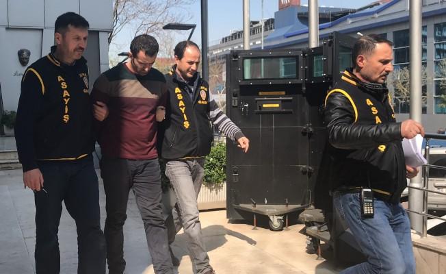 Bursa'da markette bıçaklı gasp! 21 bin 471 lira...