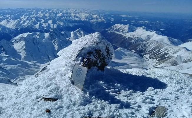 Bursalı dağcı, -40 derecede Avrupa'nın zirvesine tırmandı