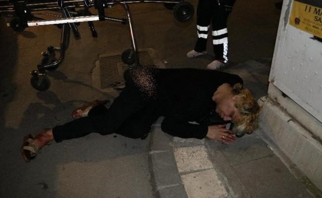 Sokak ortasında yürüyen travestiye bıçaklı saldırı