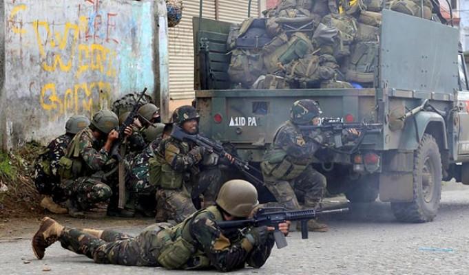 BAE askeri kampında çatışma! Ölüler var