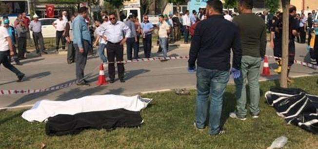 Otomobil refüjdeki işçilere çarptı: 3 ölü