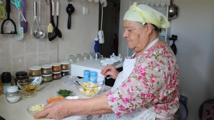 77'lik 'Youtuber' anneden iftar menüsü