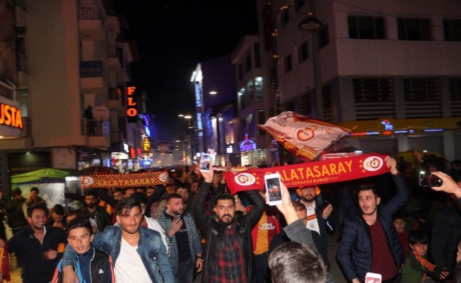 Ağrı'da binlerce Galatasaraylı şampiyonluğu kutladı