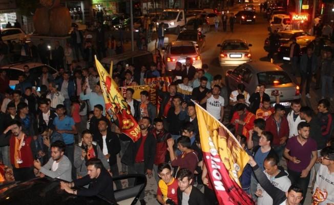 Galatasaray'ın şampiyonluğu Kırşehir'de taraftarları sokağa döktü
