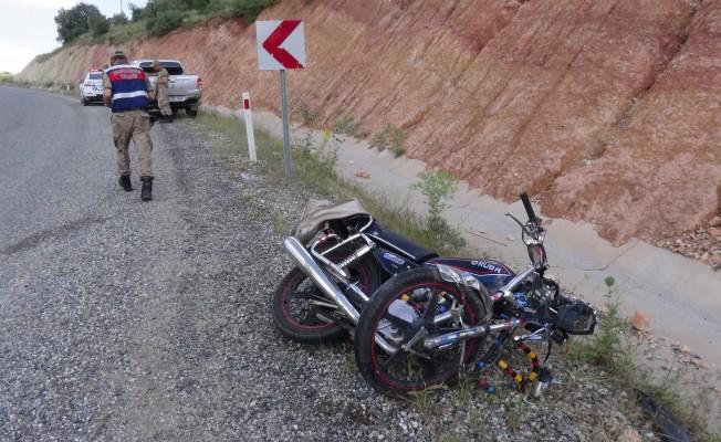 Motosiklet ile otomobil çarpıştı! 1 ölü