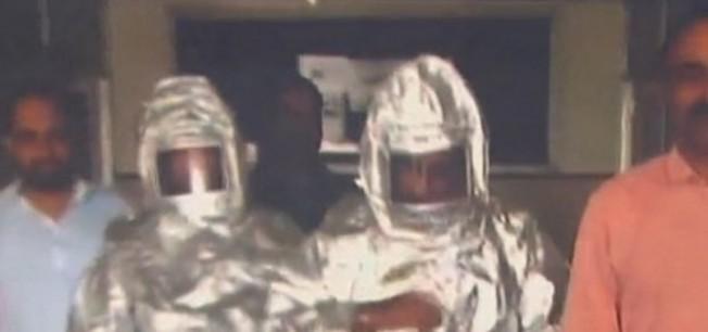 NASA'dan geldik diyen dolandırıcılara 'astronot kıyafeti' giydirdiler!