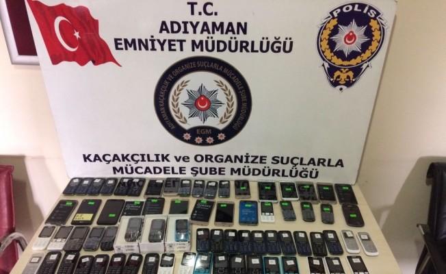Polis 10 işyerinde kaçak cep telefonu ele geçirdi