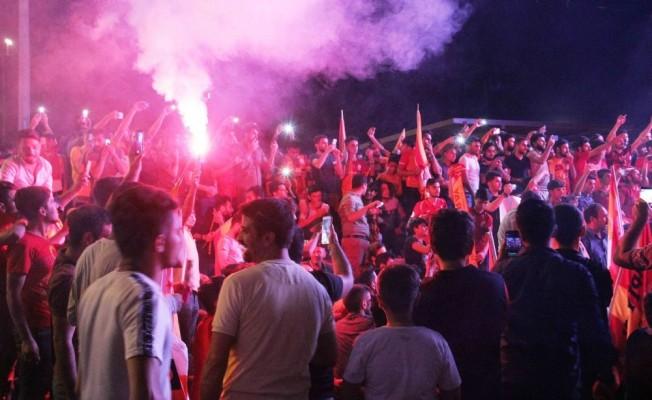 Şanlıurfa'da Galatasaraylı taraftarlar meydanlara indi