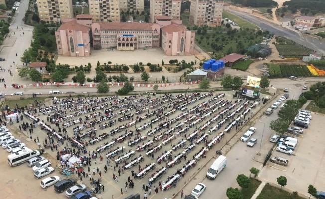 Tuzla'da 6 bin kişilik gönül sofrası kuruldu