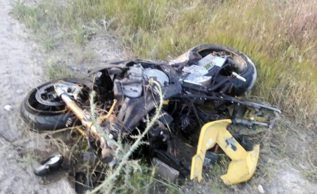 Aksaray'da motosiklet otomobile çarptı: 1 ölü, 1 yaralı