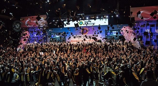 Beykent Üniversitesinde mezuniyet sevinci