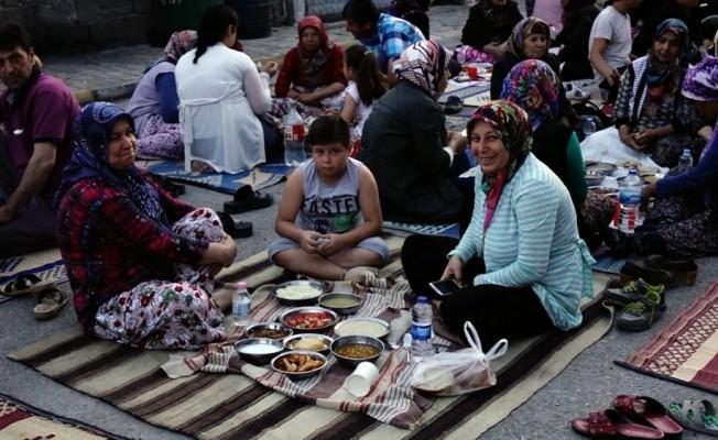 Burhaniye'nin 11 yıllık iftar geleneği