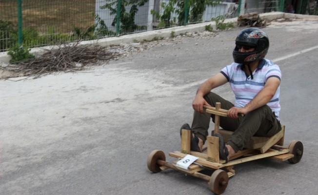 Bursa'da tahta araba yarışı nefes kesti