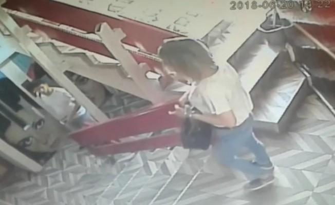 Bursa'da sevgilisinden ayrılan genç kız, kendini bıçakladı