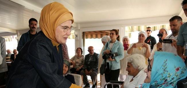 Emine Erdoğan'dan anlamlı ziyaret