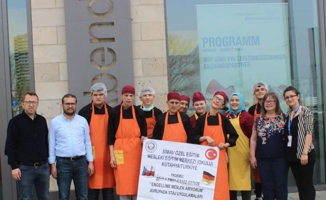 Erasmus + projesi ile engelleri aştılar