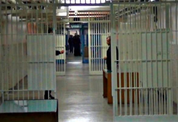 FETÖ'cüler cezaevlerindeki üyelerini boş bırakmıyor