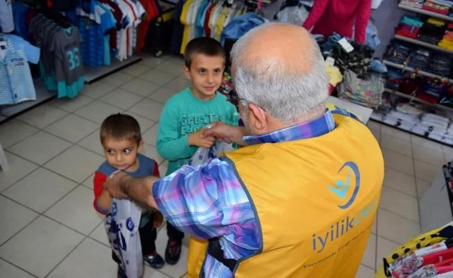 Hatay'da yetim çocuklara kıyafet yardımı