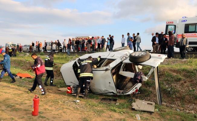 Otomobil şarampole yuvarlandı! 3 ölü
