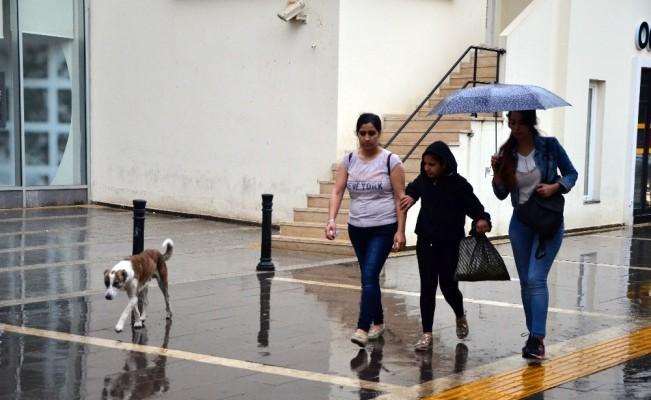 Sıcaktan bunalan Adanalılara yağmur sürprizi