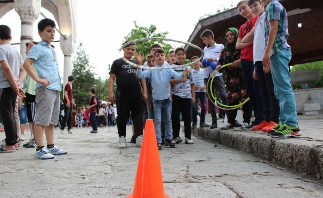 Üsküp'te çocuklara özel iftar programı