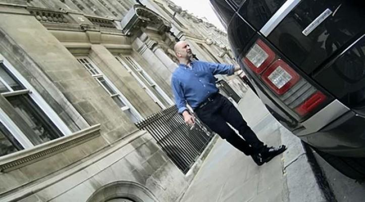 FETÖ'cü Akın İpek'e Londra'da ev hapsi