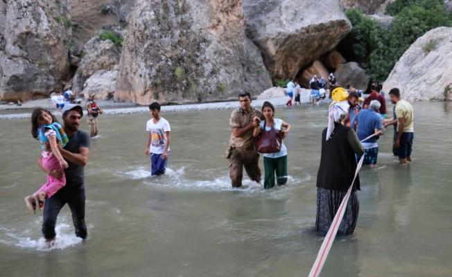 Kanyonda piknik yaptıkları sırada baraj kapakları açıldı