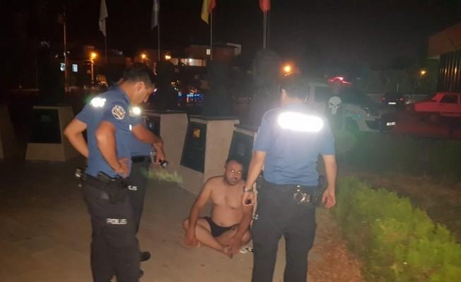 Karısı evden attı çırılçıplak sokakta kaldı