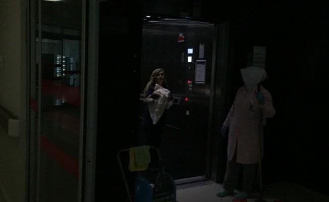 Bursa'da Acil servis önünde araçta doğum yaptı