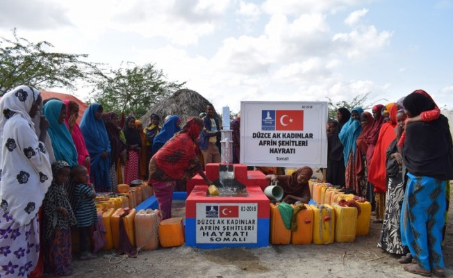 AK Partili kadınlardan Somali'ye su kuyusu