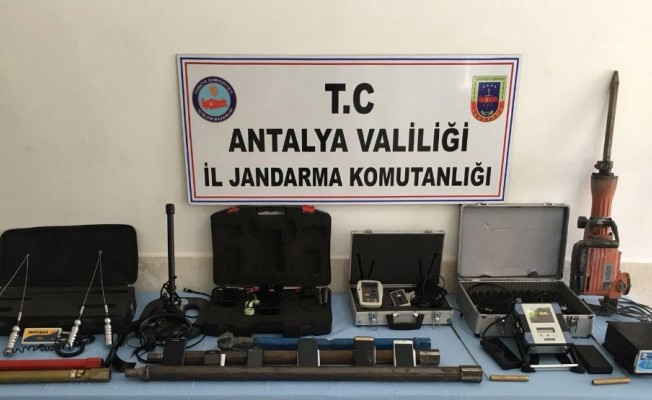 Antalya'da kaçak kazıya 16 tutuklama