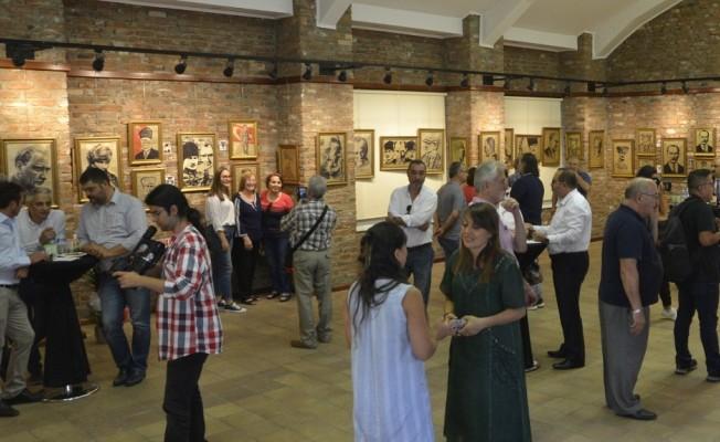 Atatürk tabloları sergisi açıldı
