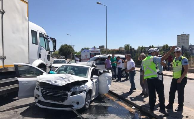 Başkentte zincirleme trafik kazası: 3 yaralı
