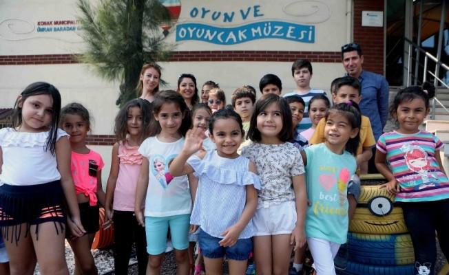 Bayraklılı çocuklar oyuncaK müzesini gezdi