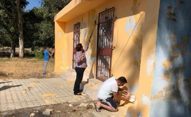 CHP Milletvekili Suzan Şahin okul boyadı